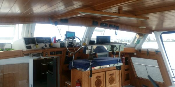 50ft power cat aft saloon&helm